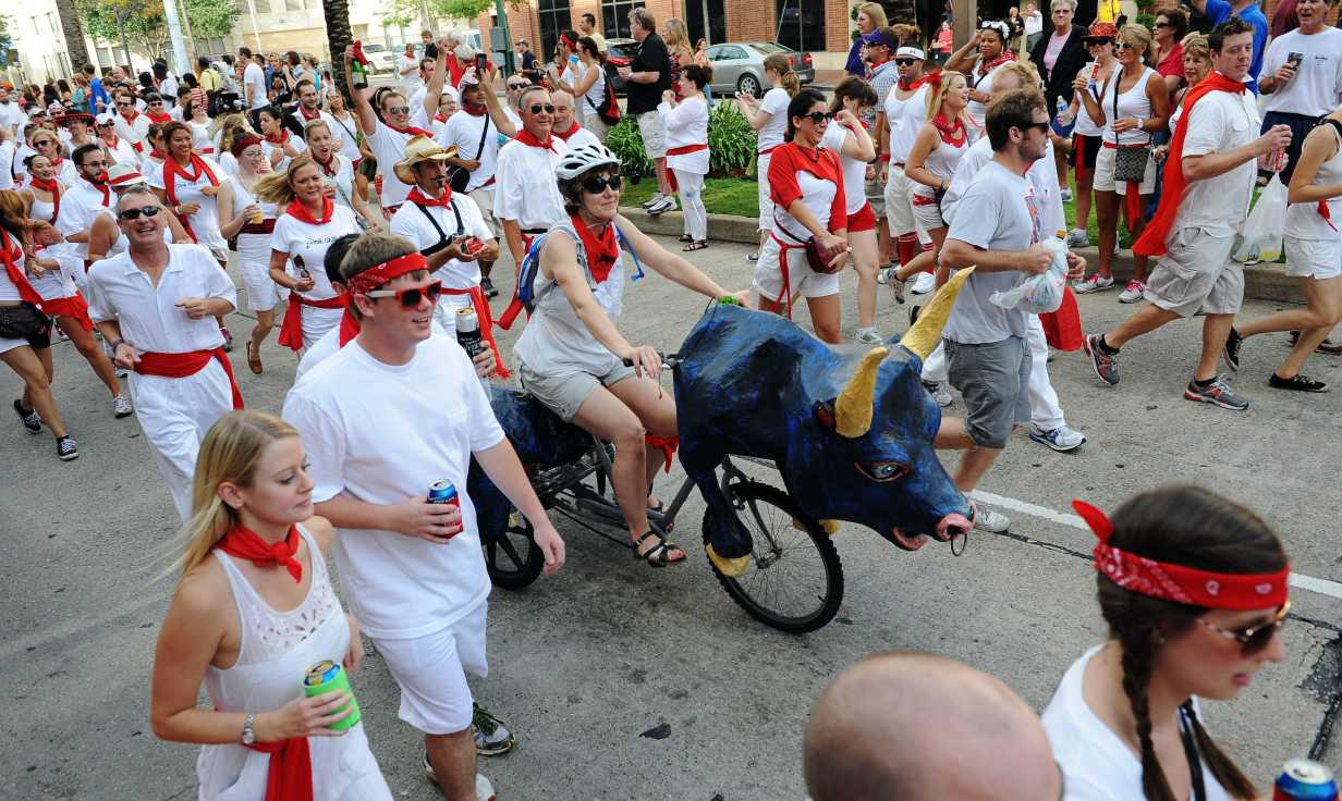 Panduan GoNOLA untuk Festival Po'Boy Jalan Oak Di New Orleans